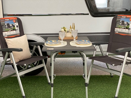 Flot bord fra Westfield i 100x68cm samt det lave Westfield-stole med position