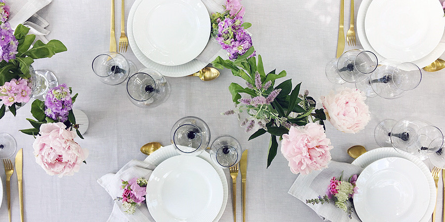 Is there anything better than warm nights where you take the party outside? It has a special atmosphere when all are gathered under the large tree in the ... & A little inspiration how to set the summer table in the garden ...