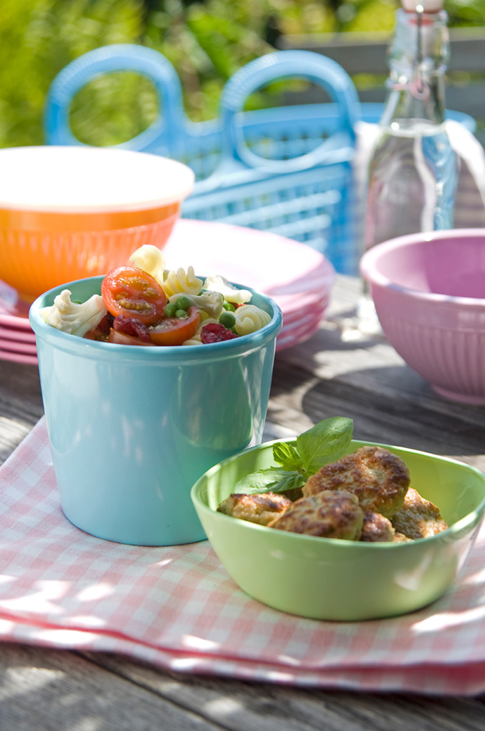 Små italienske frikadeller med pastasalat
