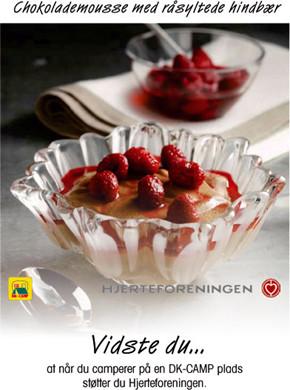 Chokolademousse med råsyltede hindbær