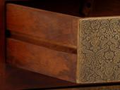 2-trg. Schrank MARC aus Akazie mit Beschläge, Antik Design