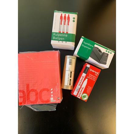 Tilbehør til skrivebordet 2 - Tapedispenser, kuglepenne, hæfter og tusser