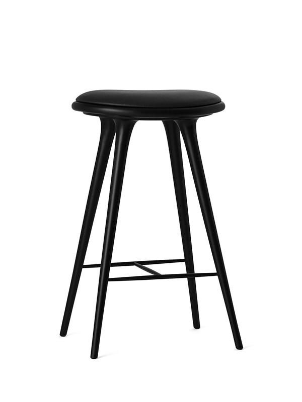 Høj barstol i sortbejdset bøg fra Mater