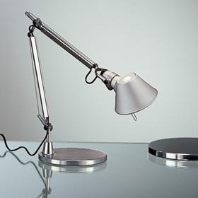 Tolomeo Micro bordlampe med base fra Artemide