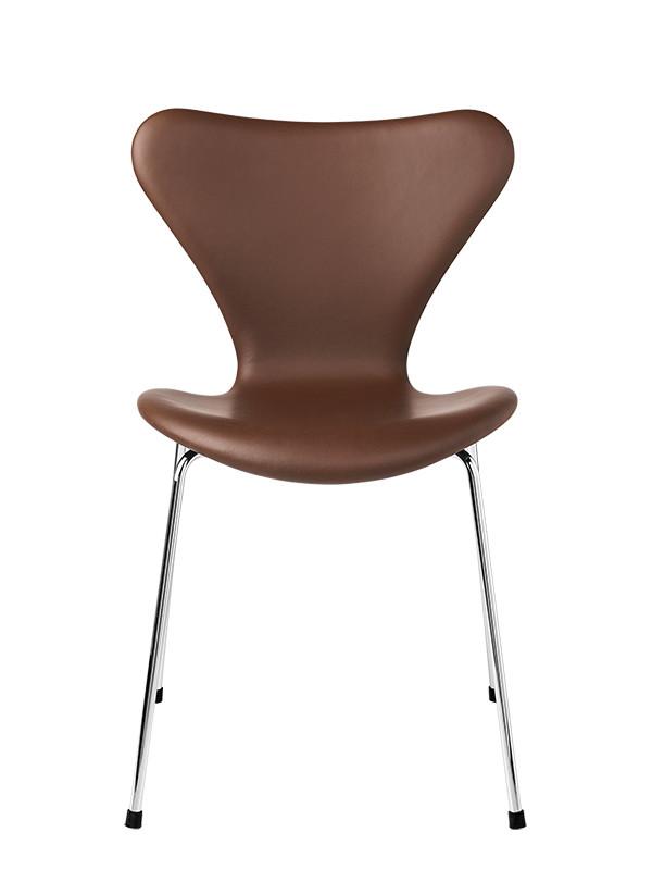 3107 spisestol med brun læder af Arne Jacobsen