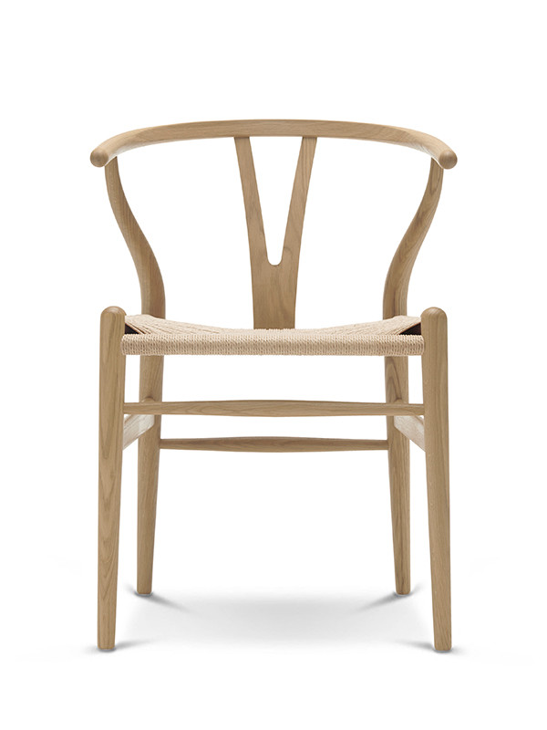 Tilbud på Y stolen i eg sæbe fra Carl Hansen