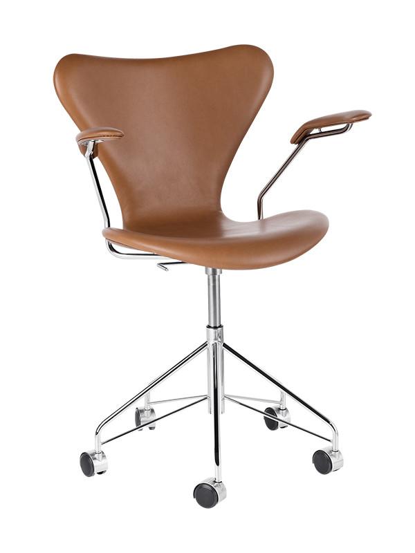 3217 kontorstol, fuldpolstret valnød Wild læder af Arne Jacobsen