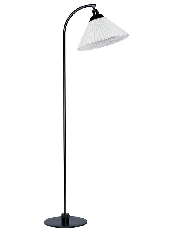 Tilbud på 368 standerlampe fra Le Klint