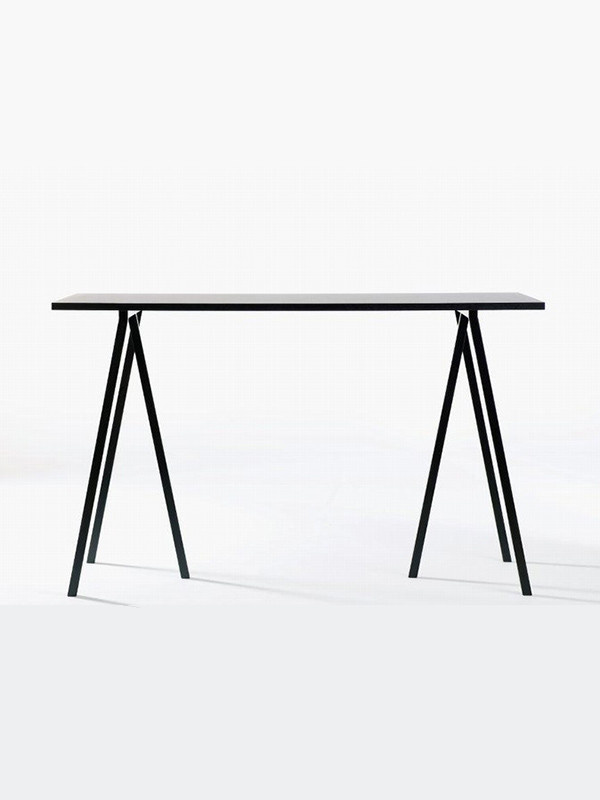 Loop stand high table fra Hay