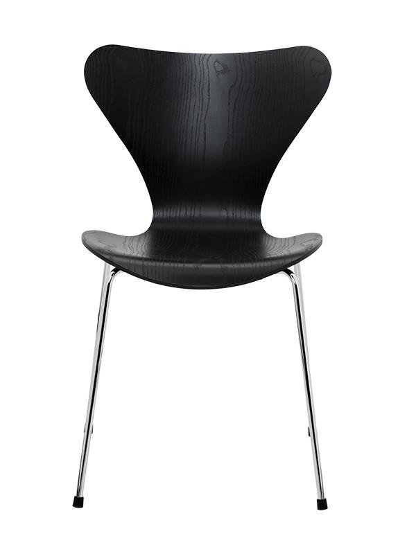 Tilbud på 3107 stol i sort ask fra Fritz Hansen