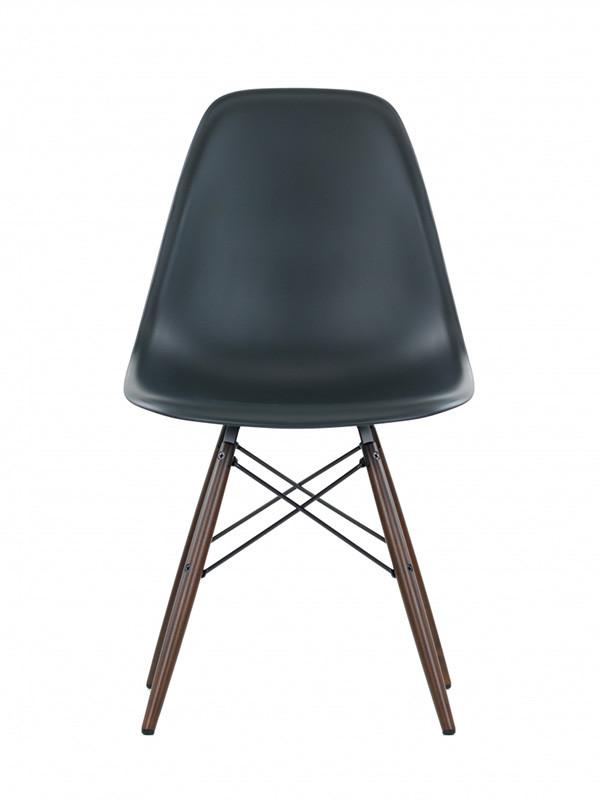 Eames Plastic Side Chair (DSW), mørkbejdset ahorntræ