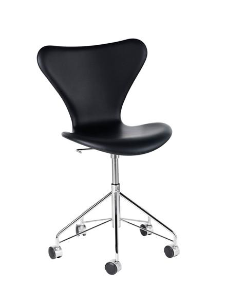 3117 kontorstol i læder af Arne Jacobsen