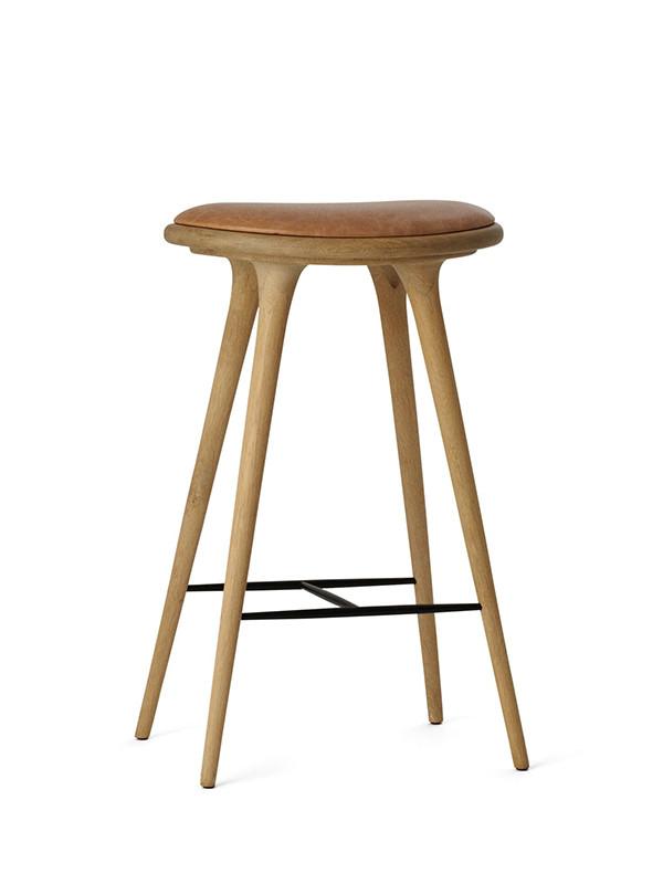 Høj barstol i sæbebehandlet eg fra Mater