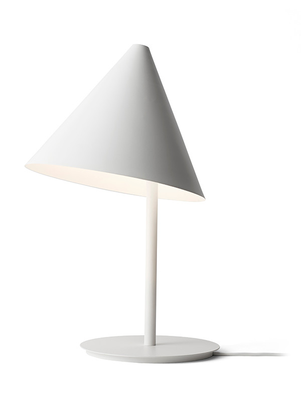 Conic bordlampe fra Menu