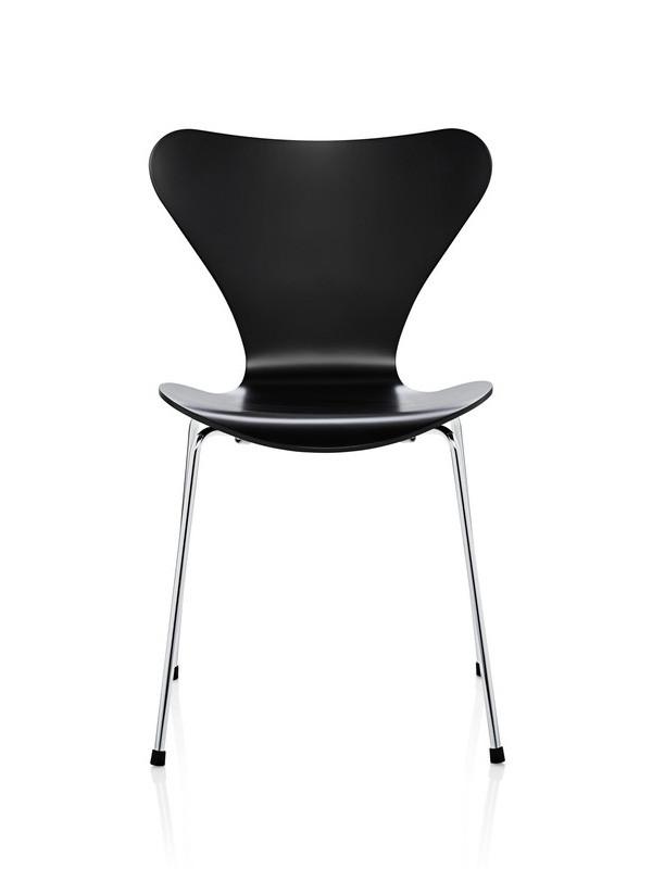 3107 syver stol, sortlakeret af Arne Jacobsen