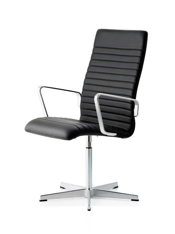 Oxford Premium stol med sort læder fra Fritz Hansen