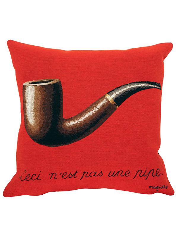 Magritte La Trahison Des Images rød pude fra Poulin Design