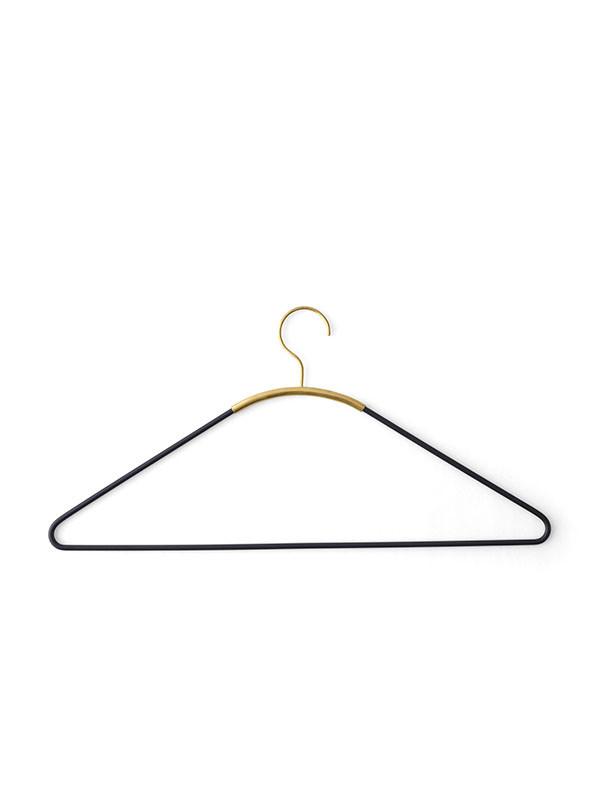 Ava hanger fra Menu