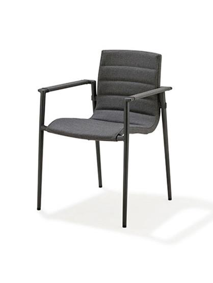 Core stol med armlæn fra Cane-line
