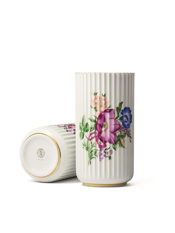 Lyngbyvasen med blomster fra Lyngby Porcelæn