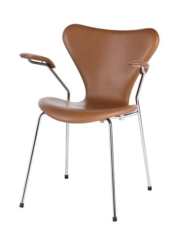 3207 armstol, fuldpolstret valnød Wild læder af Arne Jacobsen