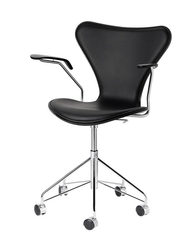3217 kontorstol, forsidepolstret sort Soft læder af Arne Jacobsen