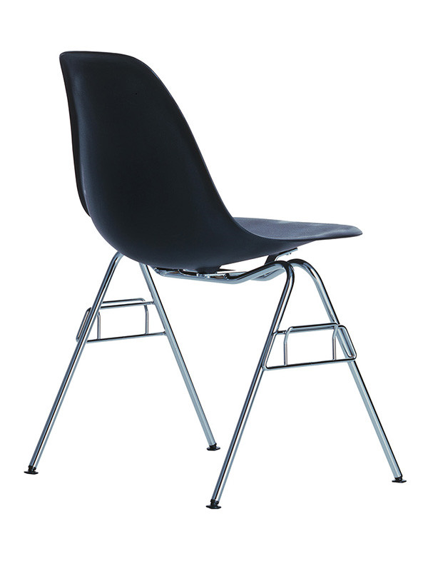 Eames Plastic Side Chair DSS-N, stabelbar fra Vitra