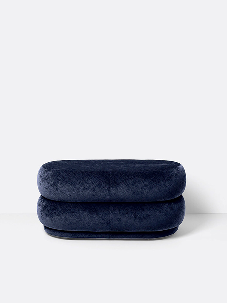 Pouf Oval - faded velvet medium fra Ferm Living