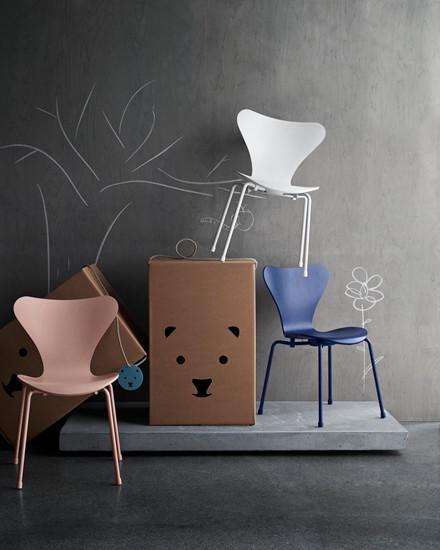 3177 Barnestol, Serie 7 af Arne Jacobsen