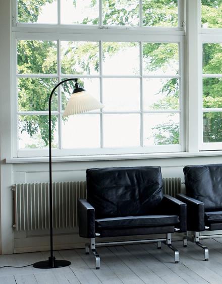 368 standerlampe fra Le Klint