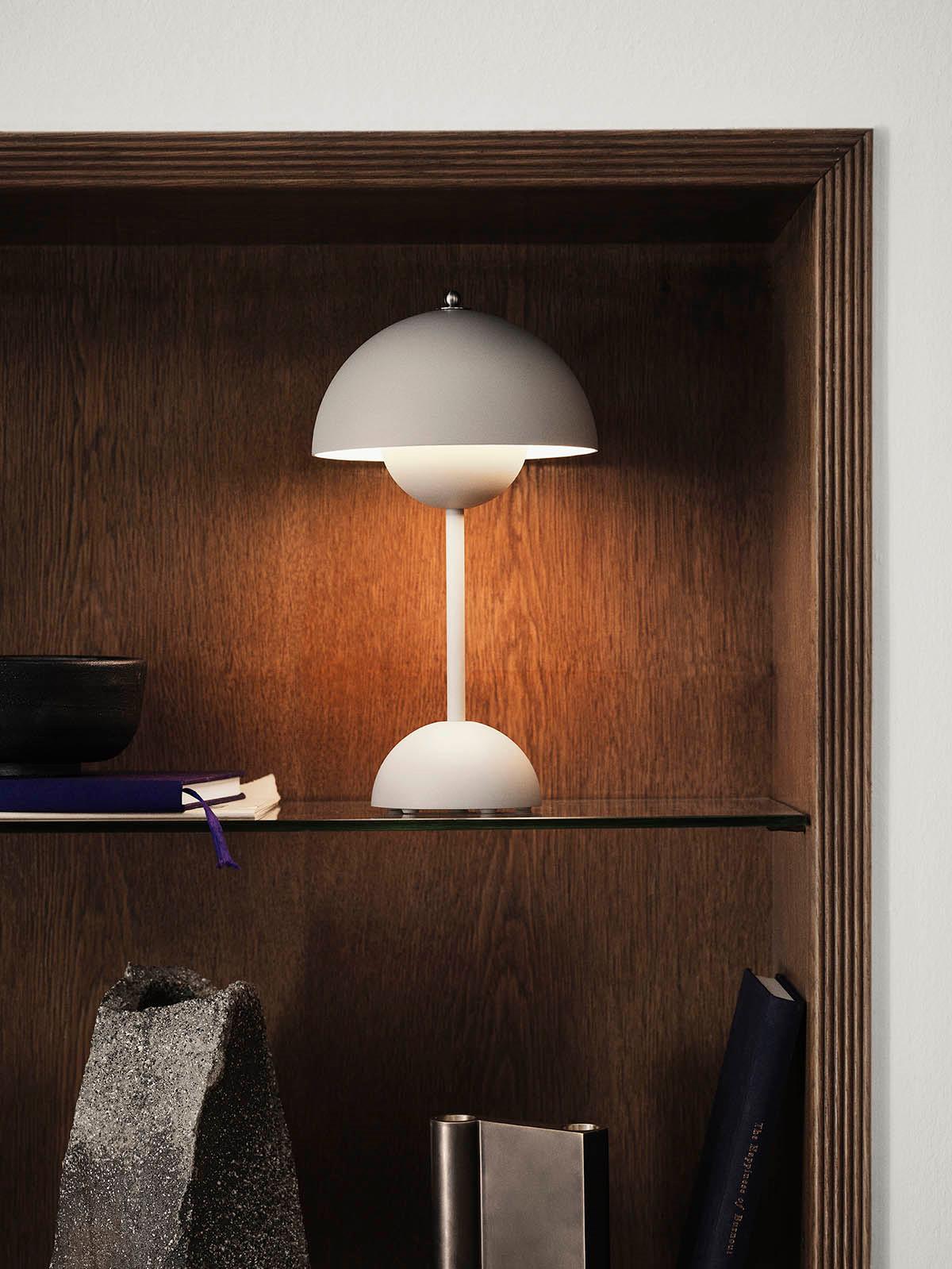Picture of: Flowerpot Portable Vp9 Kob Den Tradlose Verner Panton Lampe Her