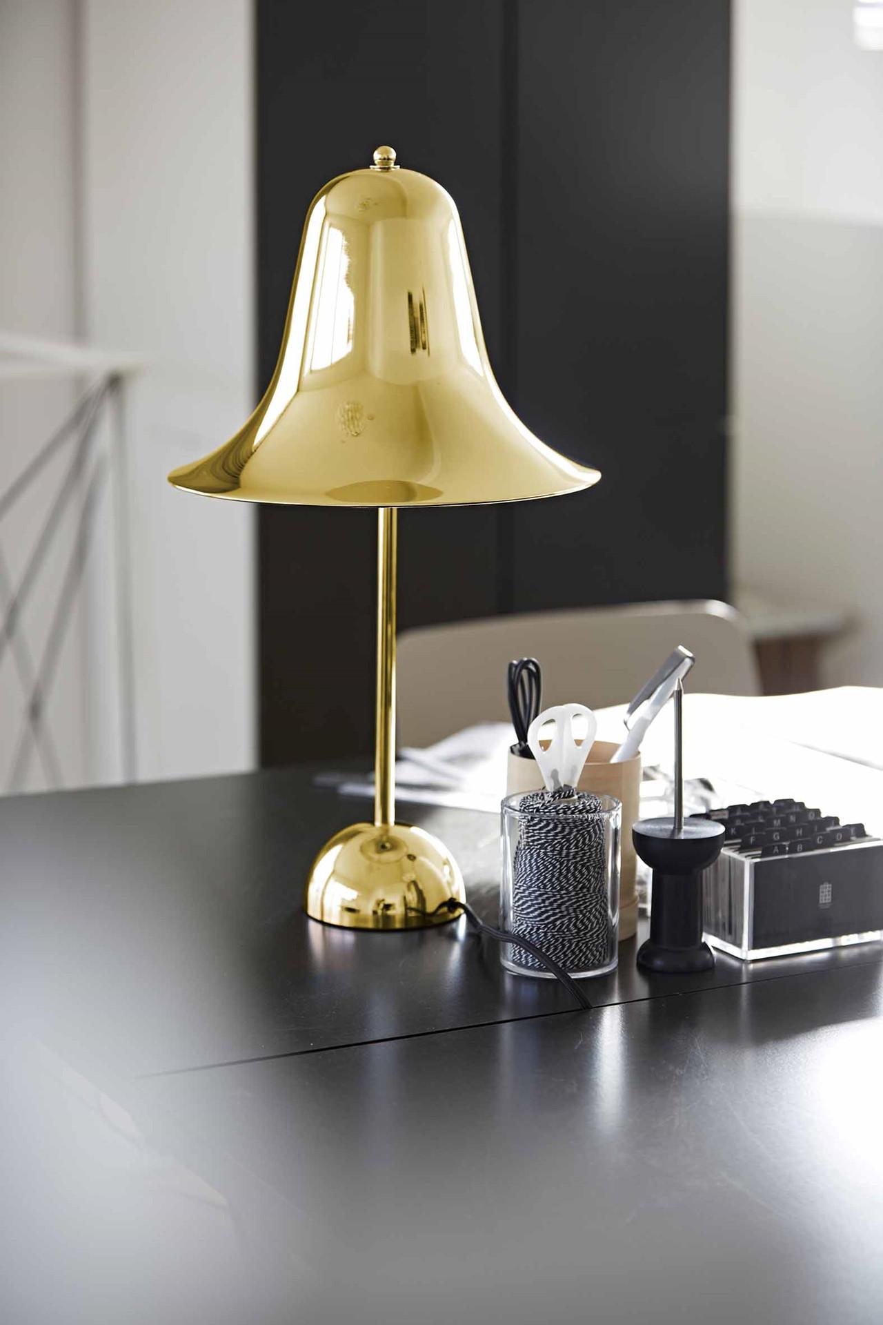 Tidssvarende Pantop bordlampe | Køb bordlampen fra Verpan her AU-68