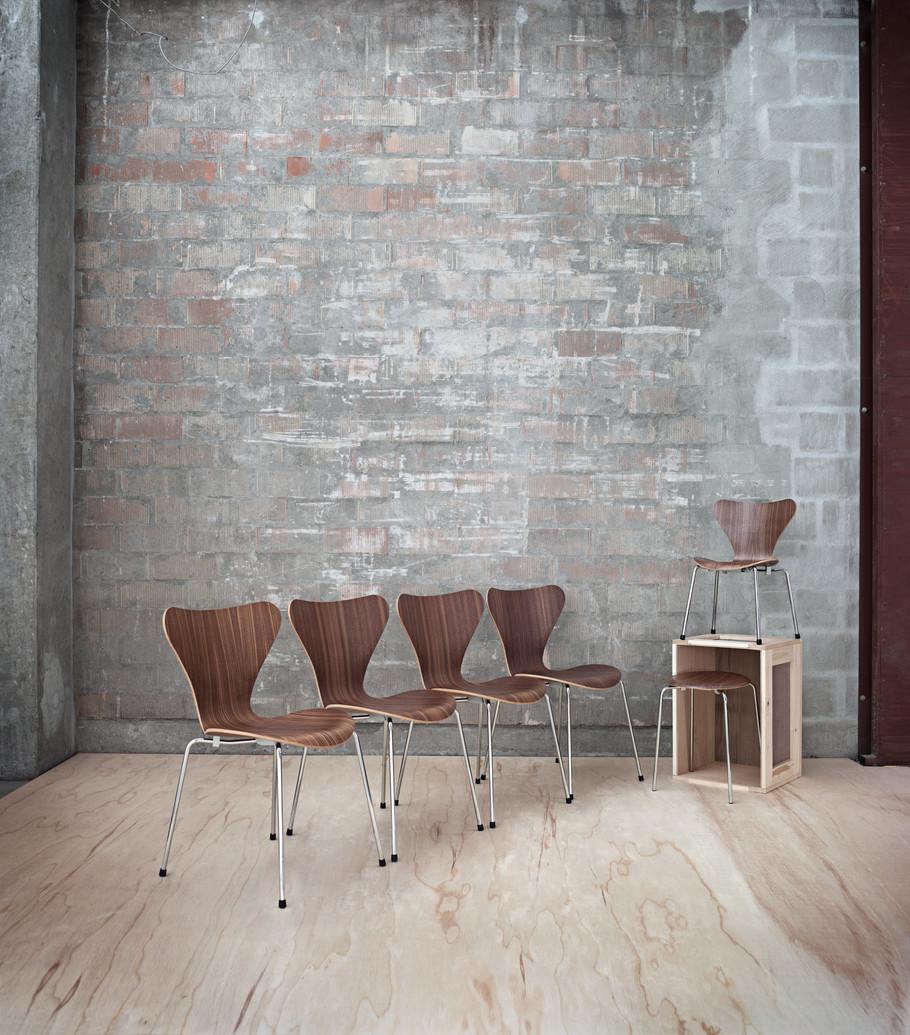 3107 stol i klar lak k b arne jacobsen spisestol her. Black Bedroom Furniture Sets. Home Design Ideas