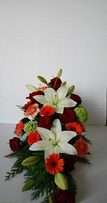 Båredekoration med store liljer