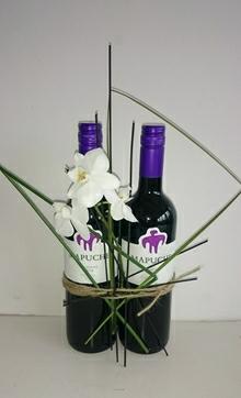 Rødvin med blomster.