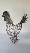 Stor høne i grå/rust metal