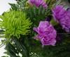 Bårebuket i lilla og grønne nuancer