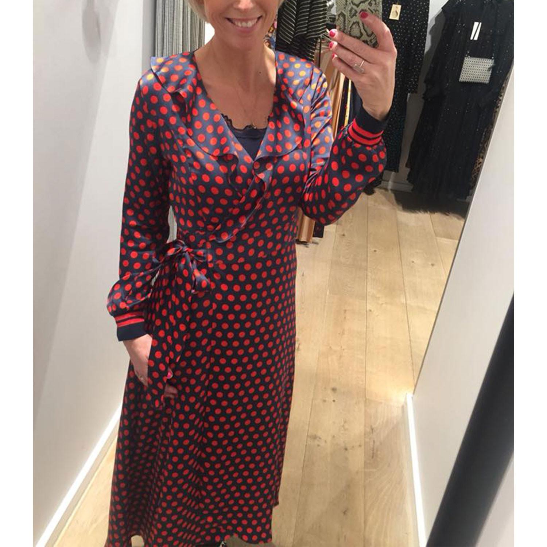 04a20a317b4 Spotty Wrap Kjole i rød og blå fra Second Female | 52128 | Køb din kjole  her!