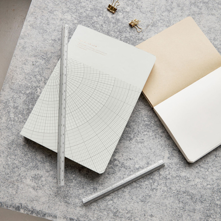 Monograph Triangular Lineal Sølv