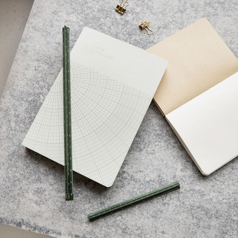 Monograph Triangular Lineal Grøn