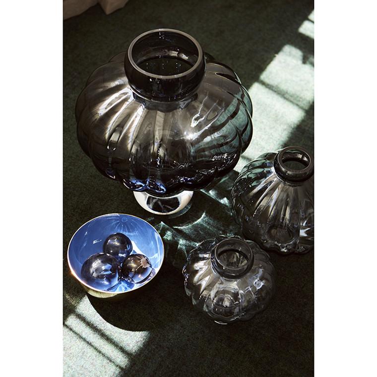 Louise Roe Balloon Vase 02 Smoke