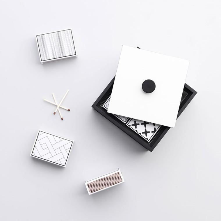 By Lassen Matchbox Sort/Hvid