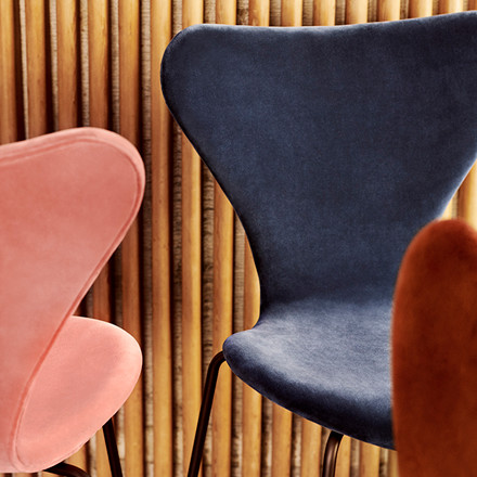 Fritz Hansen 3107 Serie 7 Velvet Edition Autumn Red