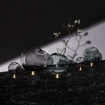 AYTM Globe Vase Black/Gold Ø 21 cm