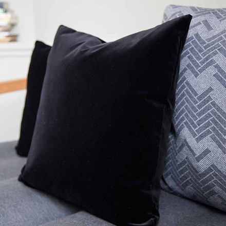 Semibasic LUSH Velour Cushion Black Ink 45 x 45
