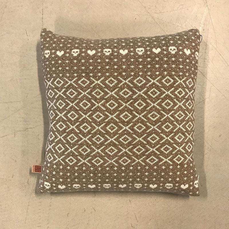 N/A – Bjerregaarden heart & skull pillow brown på livingshop
