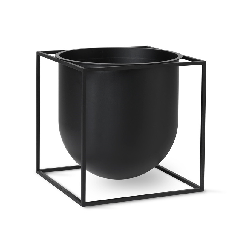 By Lassen Kubus Flowerpot 23 Black fra By Lassen