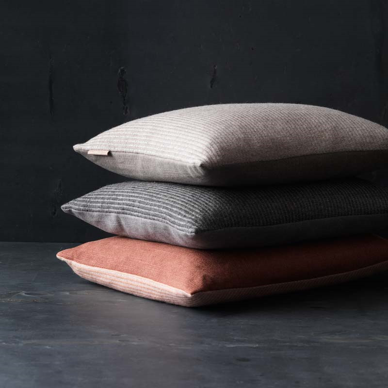 Fritz Hansen Objects Aiayu Pude Anthracite - Livingshop.dk