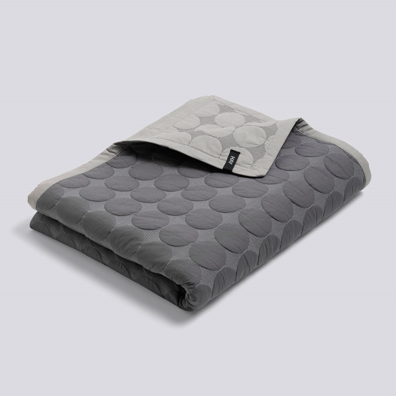HAY Mega Dot Bed Cover Dark Grey 260 x 260 fra Hay