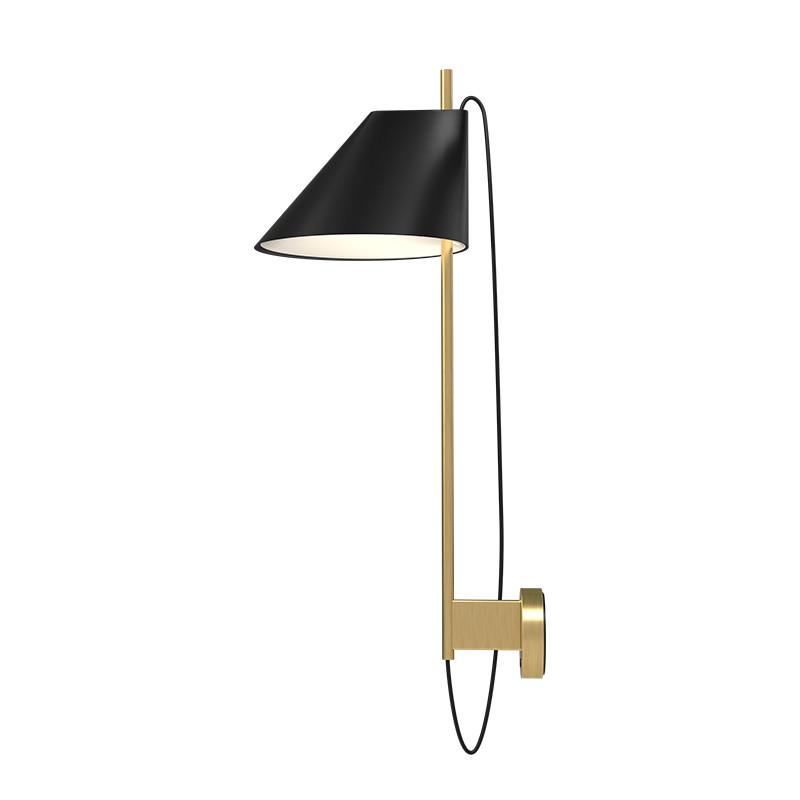 Louis Poulsen Yuh Væglampe Brass fra Louis Poulsen